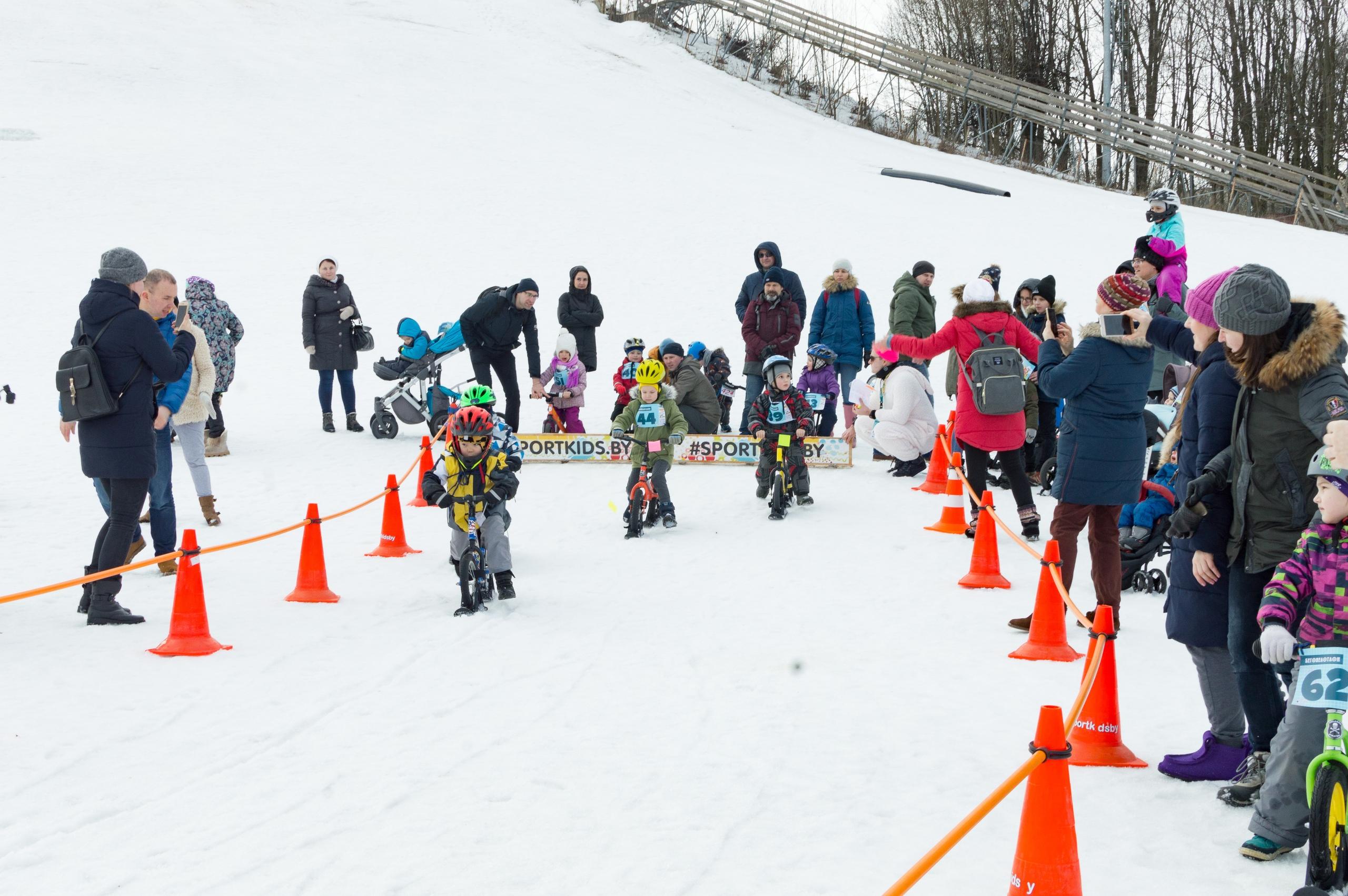 Беговелогонка на беговелах с лыжами
