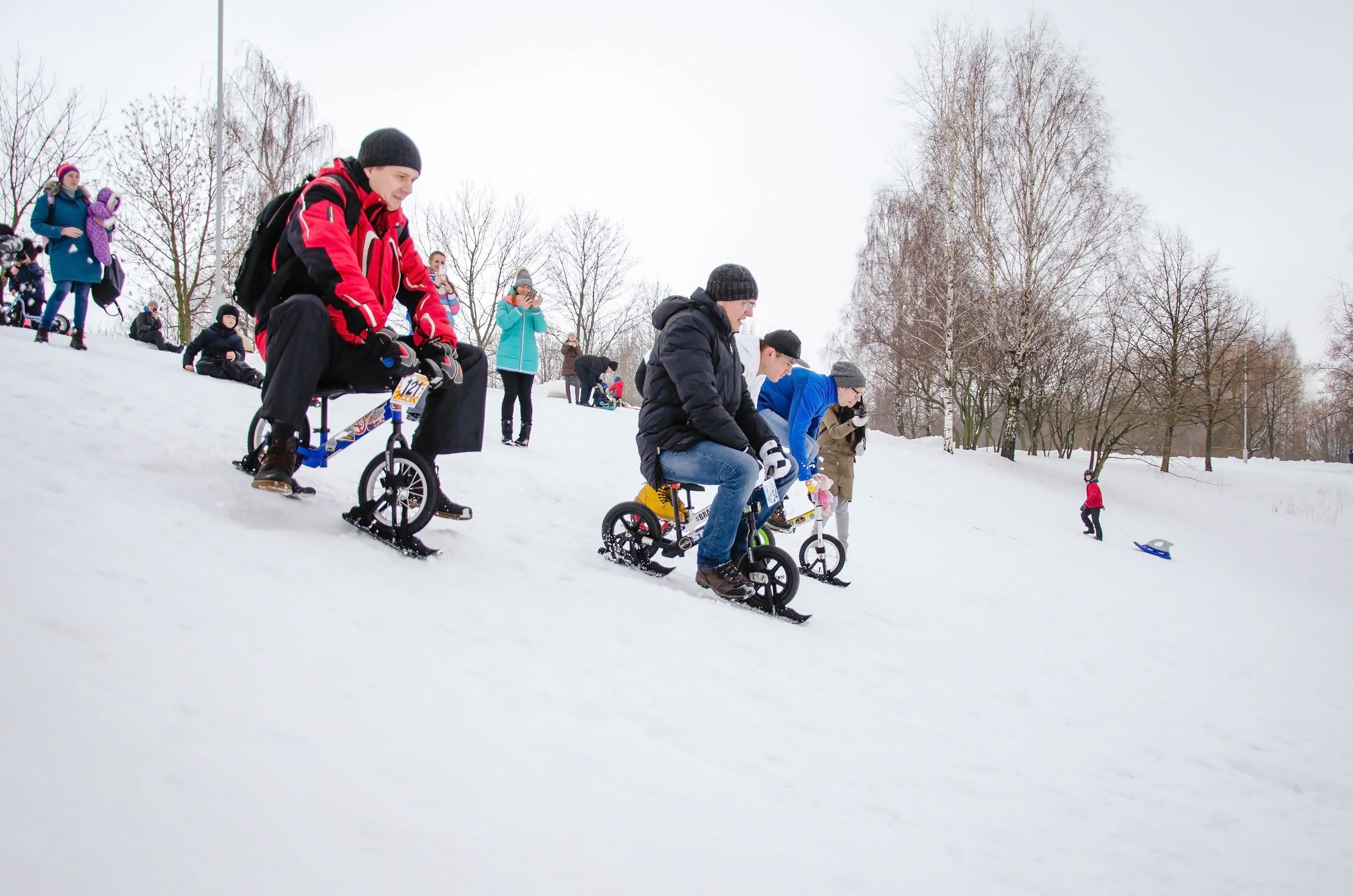 Лыжи и беговелы Strider выдерживают даже пап